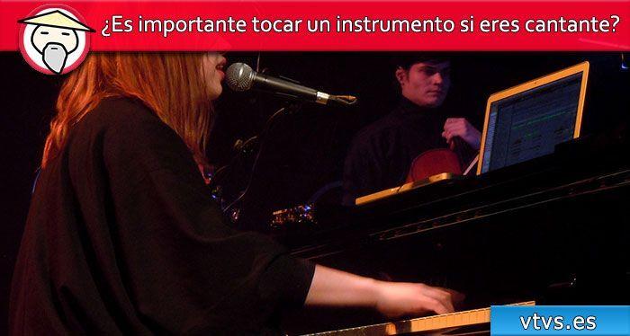 ¿Es importante tocar un instrumento si eres cantante?